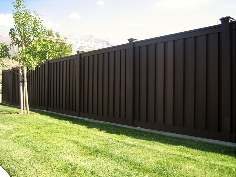 What Are The Pros And Cons Of Composite Fencing Action Fence