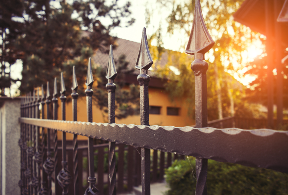 wrought-iron-fencing-front-yard