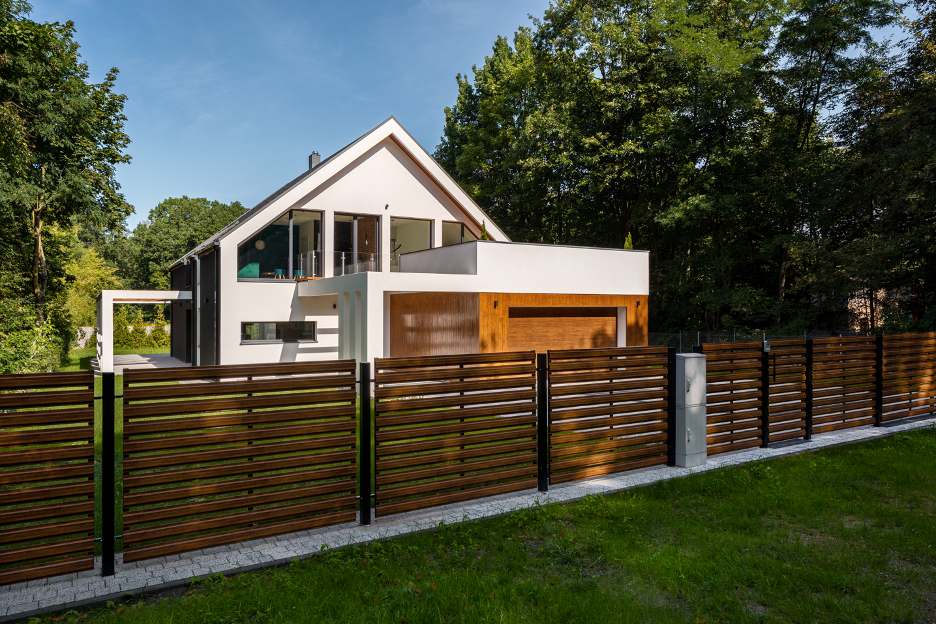 Composite wood fence around a house in Wilmette, Illinois