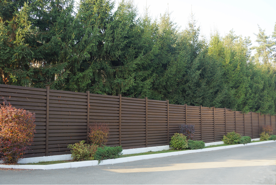 Commercial fencing contractor at a property in Arlington Heights, Illinois