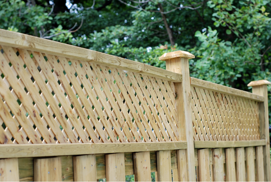 Residential fencing company in Mundelein, Illinois